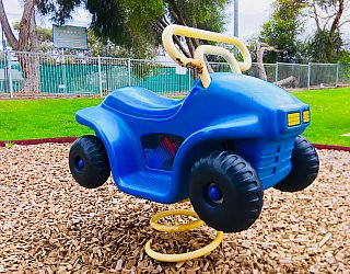 Hessing Crescent Reserve Playground Car Springer 1