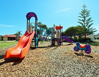 Chatsworth Court Reserve Playground Multistation 4