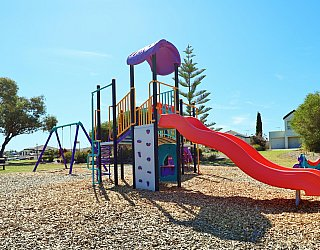 Chatsworth Court Reserve Playground Multistation 5
