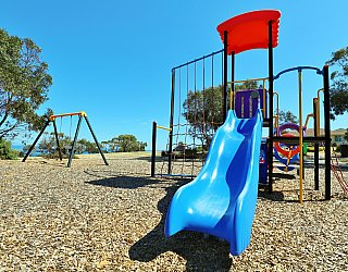 Columbia Crescent Reserve Playground Multistation 4