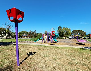 Koomooloo Crescent Reserve Playground Ball Toss 1
