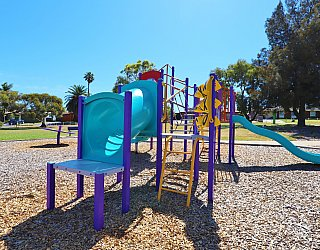 Koomooloo Crescent Reserve Playground Multistation 1