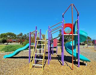 Koomooloo Crescent Reserve Playground Multistation 3