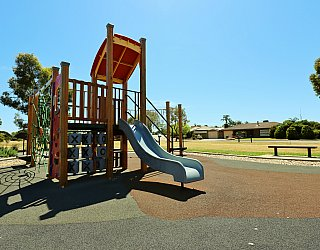 Spinnaker Circuit West Reserve Playground Multistation 1