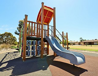 Spinnaker Circuit West Reserve Playground Multistation 2