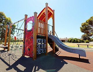 Spinnaker Circuit West Reserve Playground Multistation 3