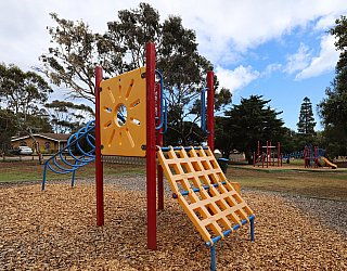Central Avenue Reserve South Playground Small Multistation 1