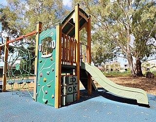 Maldon Avenue Reserve Playground Multistation 1