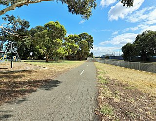 Willoughby Avenue Reserve Sturt River Linear Park 1