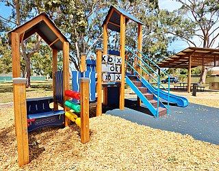 Mckellar Terrace Reserve Playground Multistation 1
