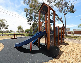 Mckellar Terrace Reserve Playground Multistation 3