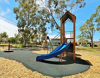 Mckellar Terrace Reserve Playground Multistation 4