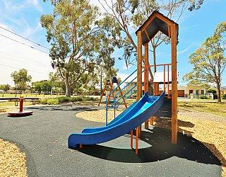 Mckellar Terrace Reserve Playground Multistation 5