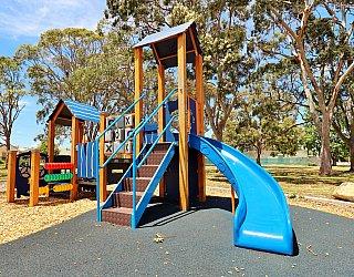 Mckellar Terrace Reserve Playground Multistation 6