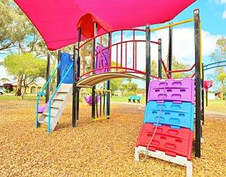 Rosslyn Street Reserve Playground Shade 4