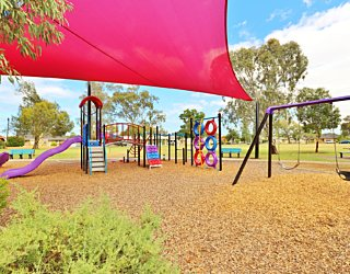 Rosslyn Street Reserve Playground Shade 6