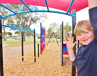 Rosslyn Street Reserve Playground Shade 6 Xb