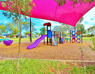 Rosslyn Street Reserve Playground Shade 7