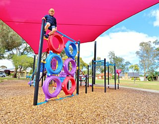 Rosslyn Street Reserve Playground Shade 17 Xb
