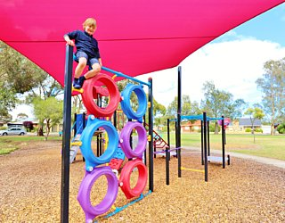 Rosslyn Street Reserve Playground Shade 18 Xb