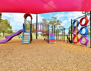 Rosslyn Street Reserve Playground Shade 20 Xb