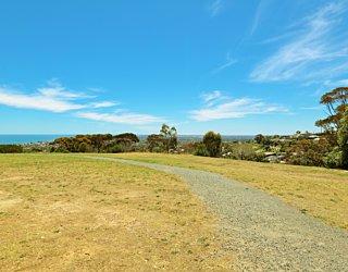 Roy Lander Reserve Facilities Path 1