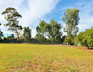 Mulcra Avenue Reserve 20190107 Playground Grass Kickabout 1
