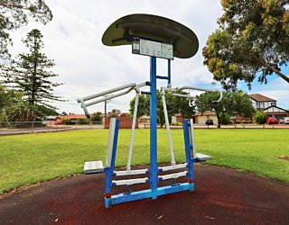 Scarborough Terrace Reserve 20190107 Fitness Equipment Station 7 Push Pull Station 1