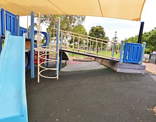 Scarborough Terrace Reserve 20190107 Playground Multistation 1