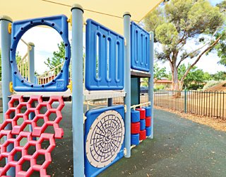 Scarborough Terrace Reserve 20190107 Playground Multistation 5