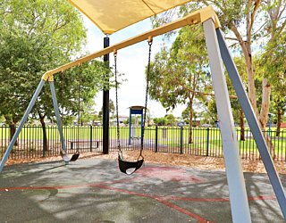 Scarborough Terrace Reserve 20190107 Playground Swings 1