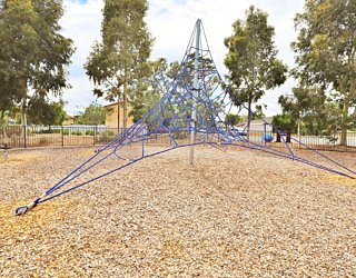 Harbrow Grove Reserve 20190107 Playground Climbing Net 1