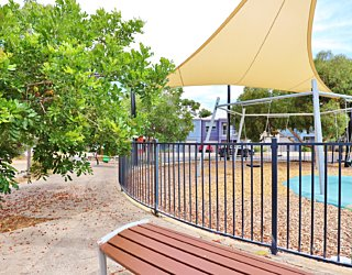 Harbrow Grove Reserve 20190107 Playground Fence 1