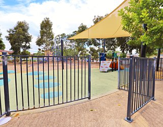 Harbrow Grove Reserve 20190107 Playground Fence 2