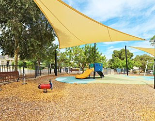 Harbrow Grove Reserve 20190107 Playground Junior Multistation 3