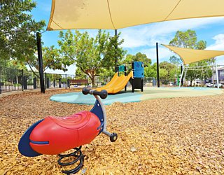 Harbrow Grove Reserve 20190107 Playground Springer 1