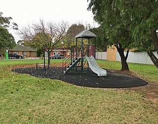Peterson Avenue Reserve Image 4