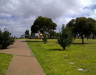 Southbank Boulevard Reserve Grass Pathway
