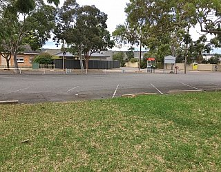 York Avenue Reserve Carparking 1