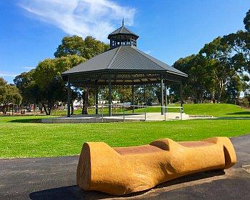 Oaklands Reserve Oaklands Recreation Plaza Rotunda Space Log Seat 1